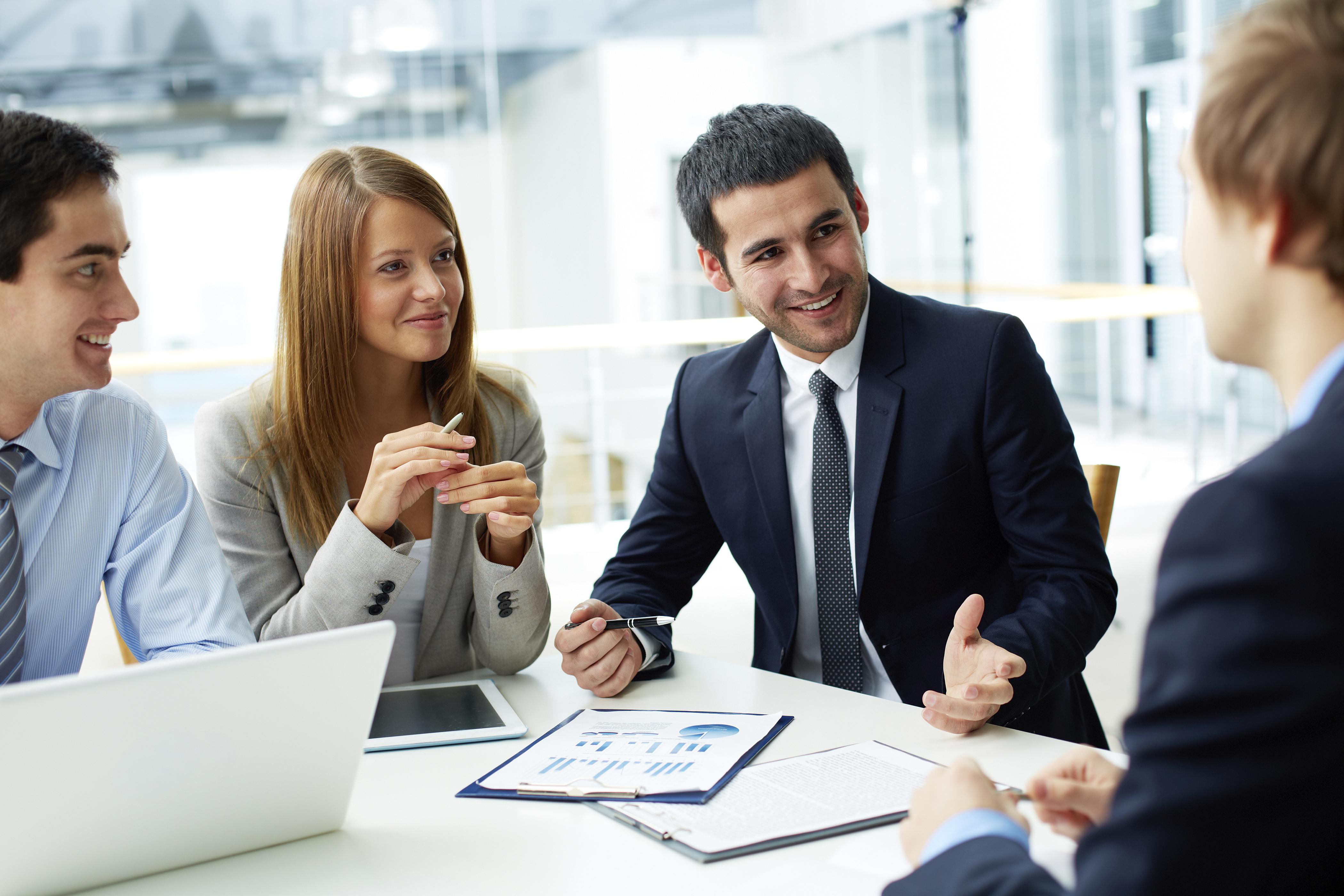 Усмивката може да Ви донесе повишение<br /> Установено е, че вероятността да бъдат повишени е по-голяма за усмихнатите служители, тъй като началниците ги мислят за по-лесни за сработване и по-надеждни.<br /> Съществуват 19 различни типа усмивка<br /> Изследователи са идентифицирали 19 различни типа усмивка - от учтива и социална до широко ухилена гримаса.