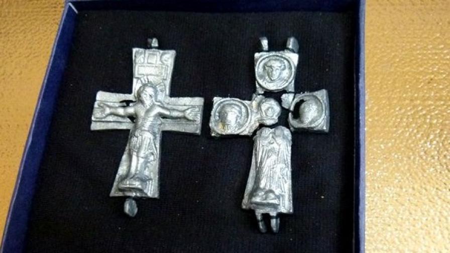 Намериха уникален оловен кръст в Мисионис
