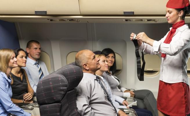 Внимание: Смешни стюарди и стюардеси на борда (видео)