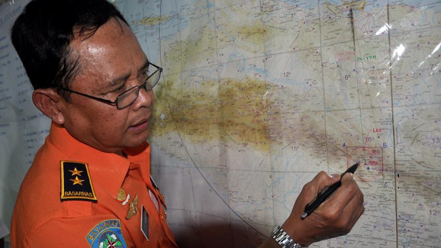 Катастрофиралият индонезийски самолет пренасял пари за бедните