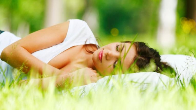 жена сън спане сънища