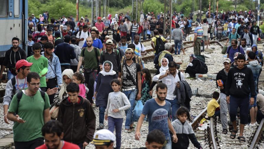 Хиляди бежанци в Македония само за няколко часа