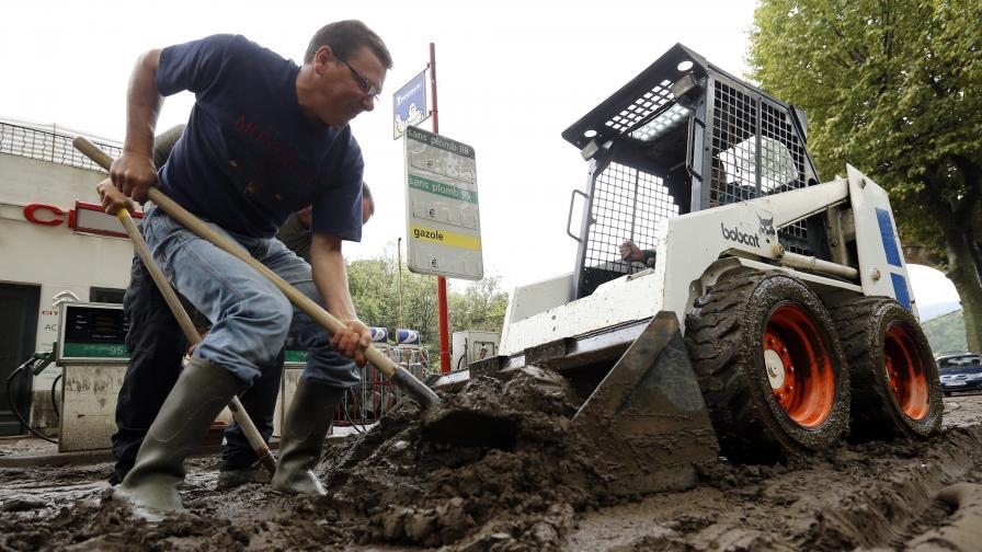 Двама загинали при наводненията в Южна Франция