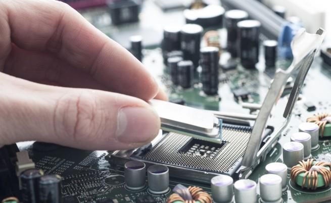 Колко малко е нужно да направиш добро - мъж дарява живот на стари компютри