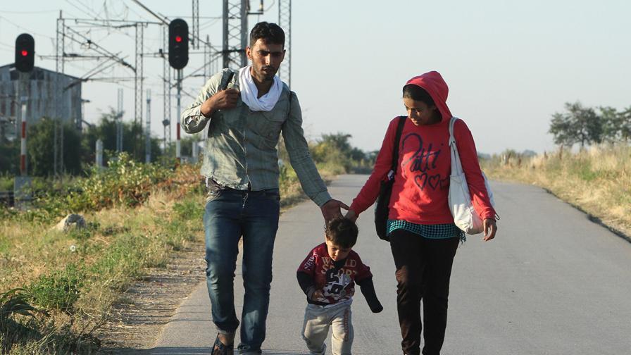 """""""Монд"""": Новите квоти предвиждат България да приеме още 1500 бежанци"""