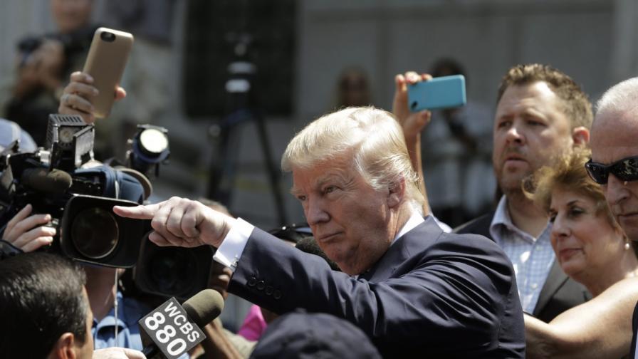 Доналд Тръмп изгони телевизионен водещ от пресконференция