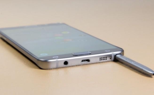 """""""Самсунг"""" за проблема с Note 5: Четете ръководството за употреба"""
