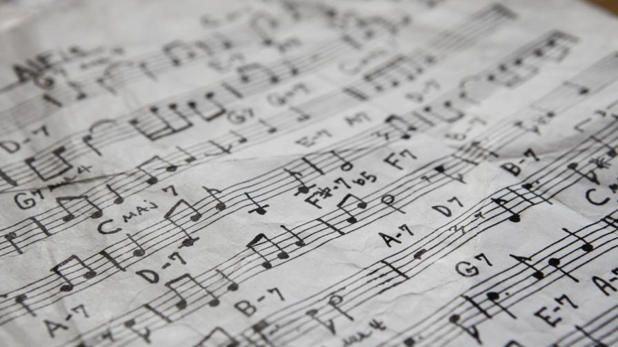 Колко от националните химни по света са изплагиатствани?