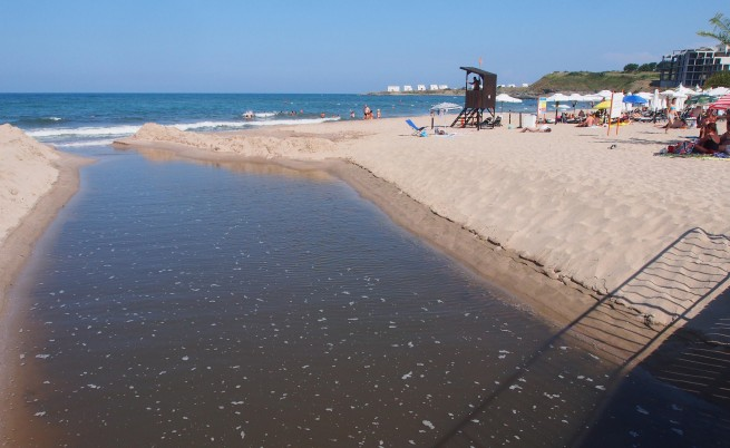Отменят забраната за къпане на плажа в Лозенец