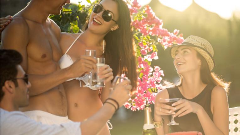 шампанско диня парти лято приятели