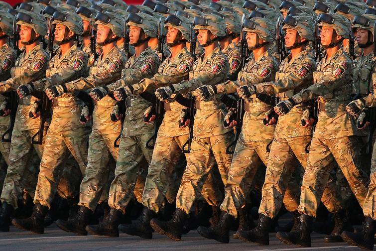 военнен парад китай оръжие военни