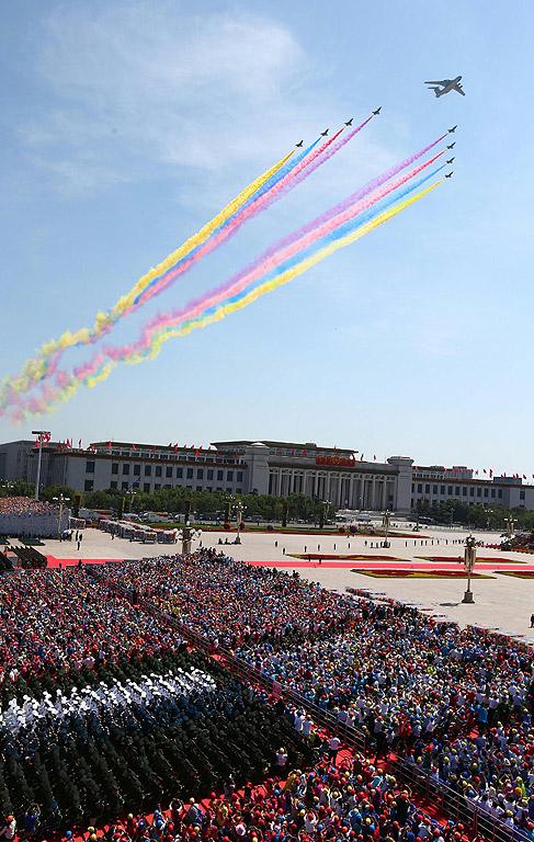 Китай направи пищен парад в Пекин по повод 70 години от поражението на Япония във Втората световна война, на който демонстрира военната си мощ в безпрецедентен мащаб