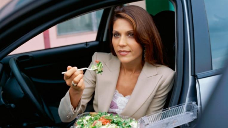 жена кола ядене