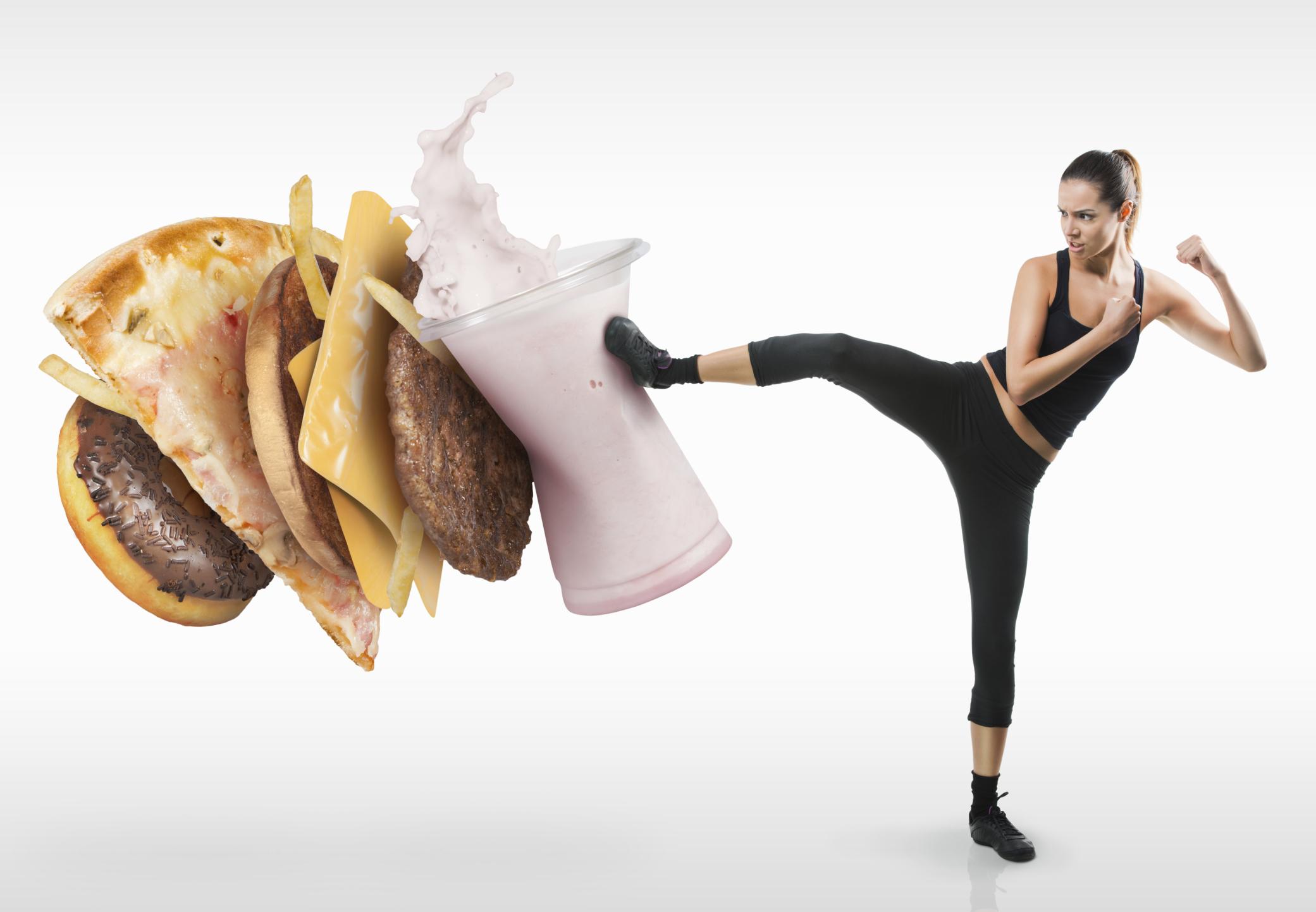 Упражнявайте се. Не е нужно да ходите на фитнес. Може да правите най-основните и лесни упраженения, които знаете вкъщи. Ходете повече пеша, а когато сте в градския транспорт - стойте прави, освен ако не се налага да седнете. Колкото по-голяма физическа активност имате, толкова по-силно и стегнато ще е тялото ви.