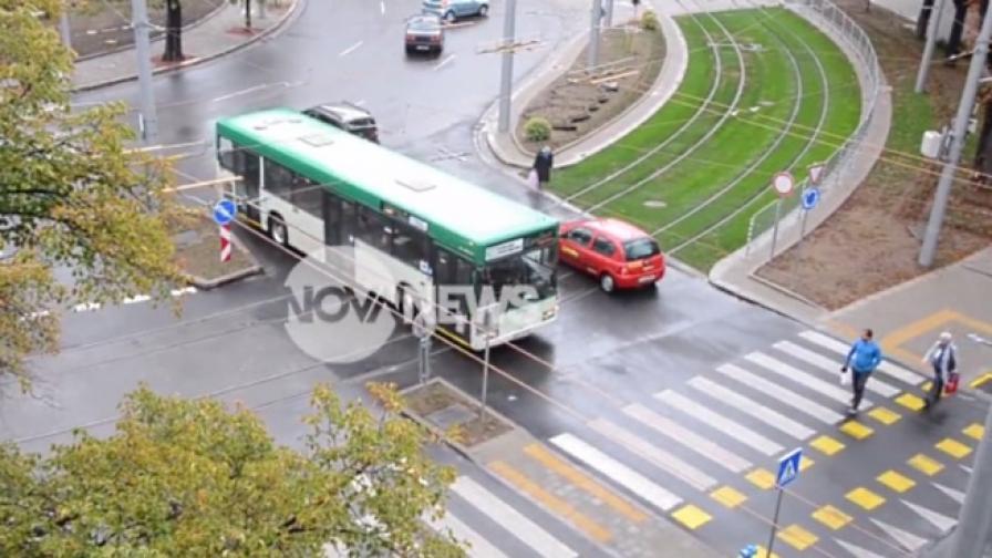 """Поредно нарушение на """"Руски паметник"""": автобус в насрещното"""