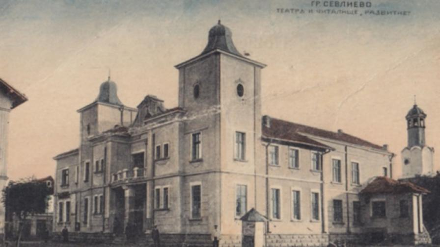 Стефан Братованов създава библиотека в Севлиево