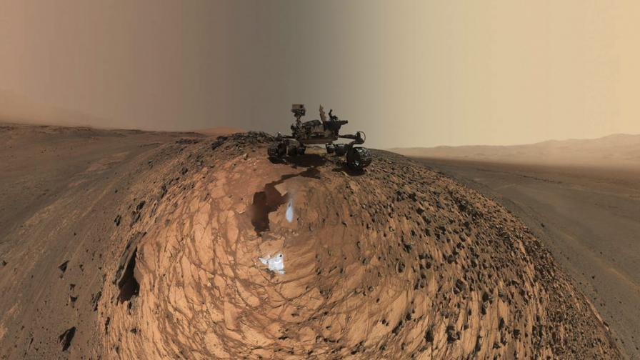 """""""Кюриосити"""" засне дюни на склон на планината Шарп"""