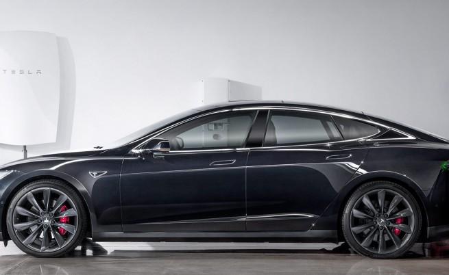 Tesla се движи по-ръба