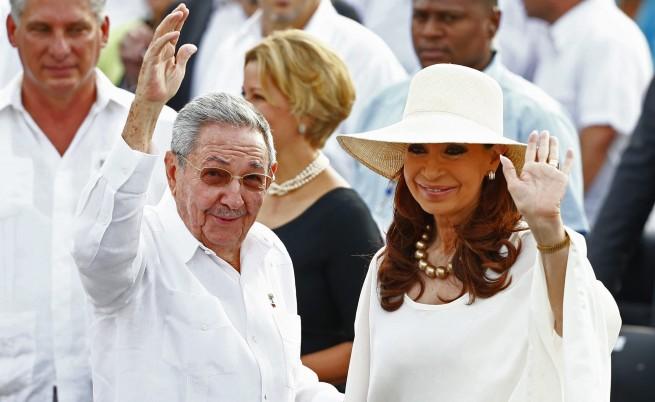 Президентът на Куба Раул Кастро и президентът на Аржентина Кристина Кирхнер