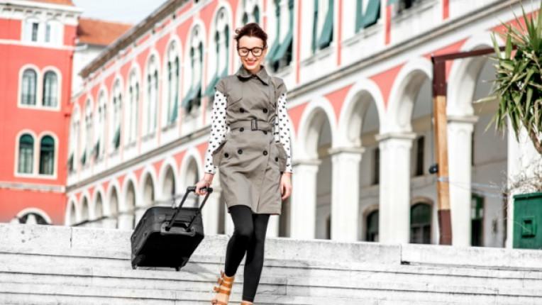 жена пътешествие куфар туризъм
