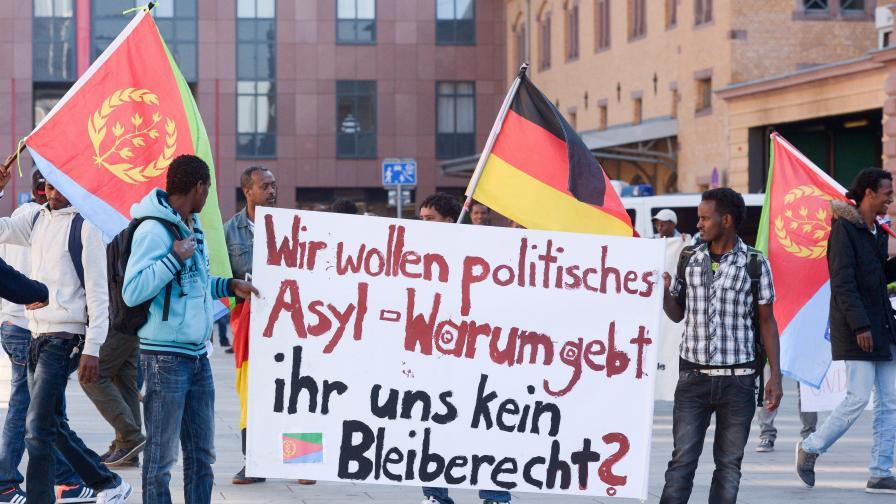 Германският вътрешен с критики към бежанците