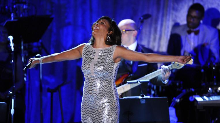 Най награждаваната певица за всички времена си отиде на 48
