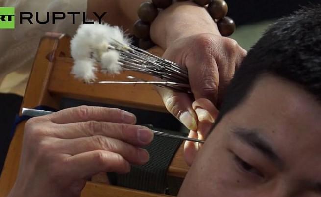 Професионалните чистачи на уши в Китай (видео)