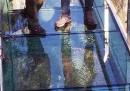 Да загубиш... стъкло под краката си