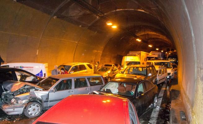"""В част от тунел """"Витиня"""" не е имало осветление"""