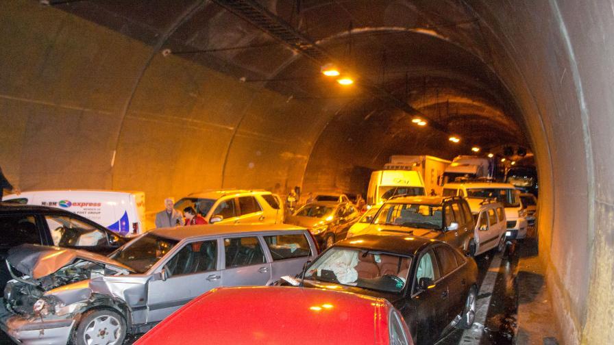 Очевидци от тунела през сълзи за инцидента (видео)