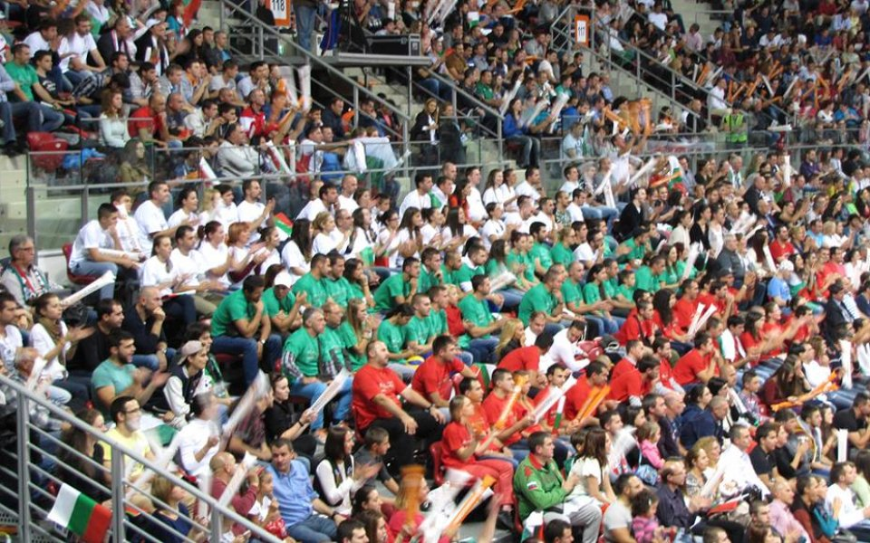 Volley Mania подкрепи националите с