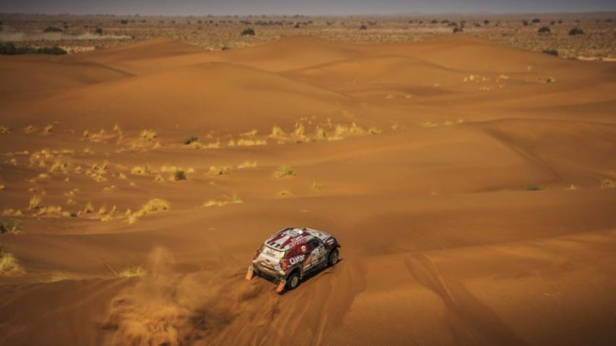 Насер Ал-Атия лети през мароканските дюни