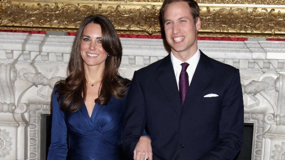 Синята рокля, която Кейт носеше при официалното обявяване на годежа си, е най-емблематичната дамска дреха до момента