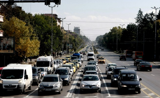 Празничният трафик започна, 15 леки катастрофи в София