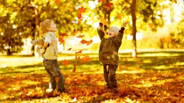 деца дете есен игра