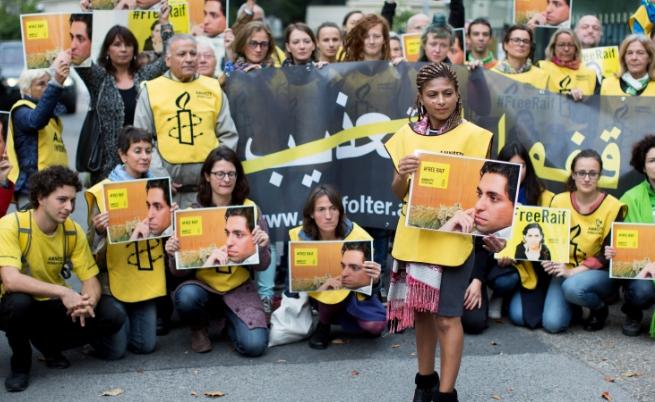 Протест пред посолството на Саудитска Арабия във Виена срещу наказанието на Раиф Бадауи