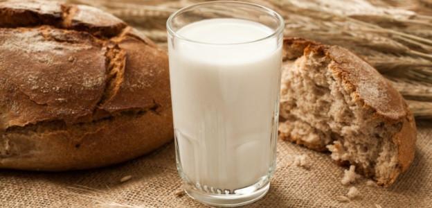 Увеличава риска от рак на простатата при мъжете - особено ако те приемат по повече от 2 чаши мляко дневно.