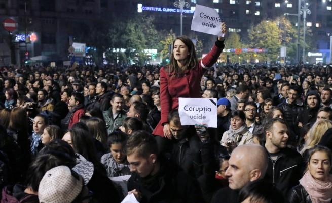 След трагедията: 20-хиляден протест в Букурещ