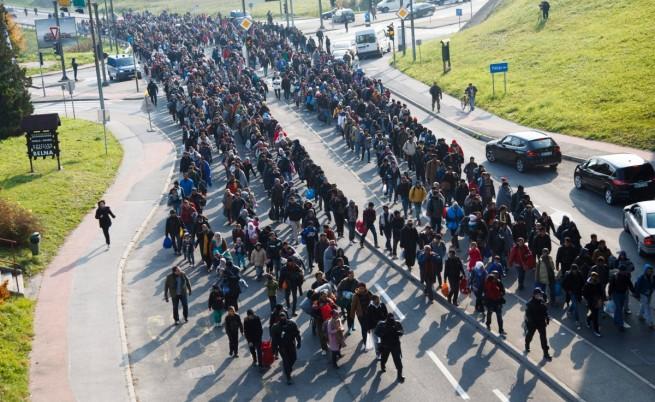Унгария отхвърли квотите за мигранти, Гърция започна разселване
