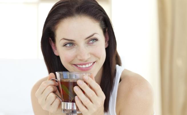 Усмивката прави жените по-привлекателни, отколкото гримът<br /> Дами, спокойно можете да преустановите пръскането на пари за грим - усмивката Ви прави по-привлекателни. В изследване специалисти са установили, че 70 процента от участвалите в него мъже намират за по-атрактивни усмихнатите жени, отколкото гримираните. Интересното обаче е, че същото не важи за мъжете. Проучване на Американската асоциация на психолозите разкрива, че жените предпочитат мрачните представители на силния пол пред усмихнатите.