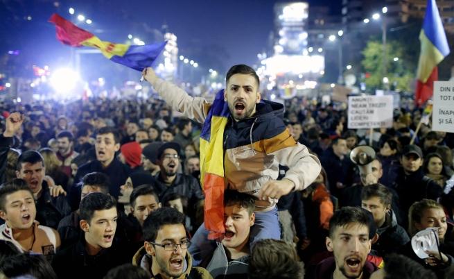 Хиляди на протест в Румъния поискаха нова политическа система