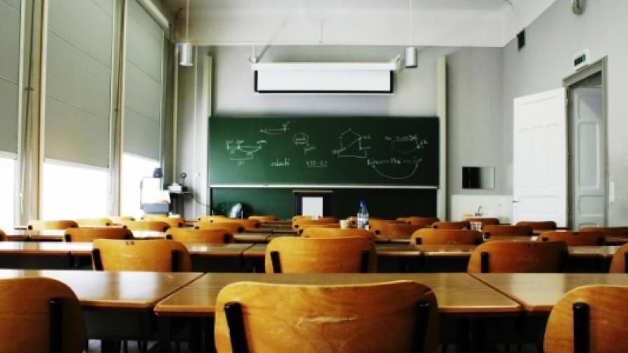 Учениците мигрират със семействата си в чужбина