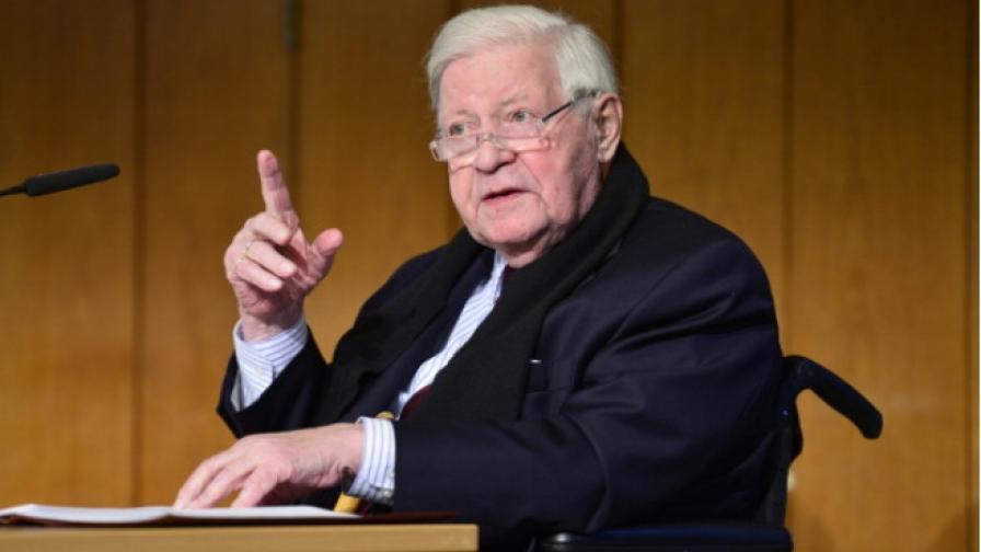 Почина бившият канцлер на Западна Германия Хелмут Шмит