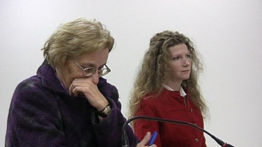 Албена Хинкова (вдясно) пред съда