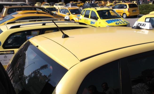Депутатите отхвърлиха алтернативния данък за такситата