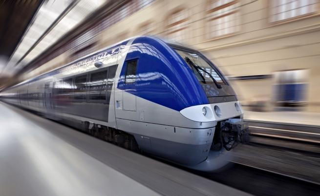 Високоскоростен влак дерайлира във Франция, 10 души загинаха
