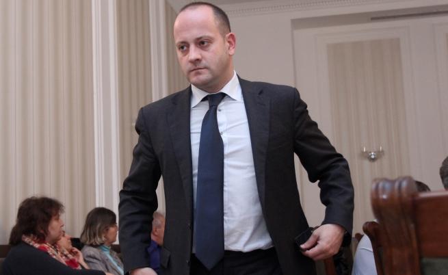 Радан Кънев призова за оставка на финансовия министър