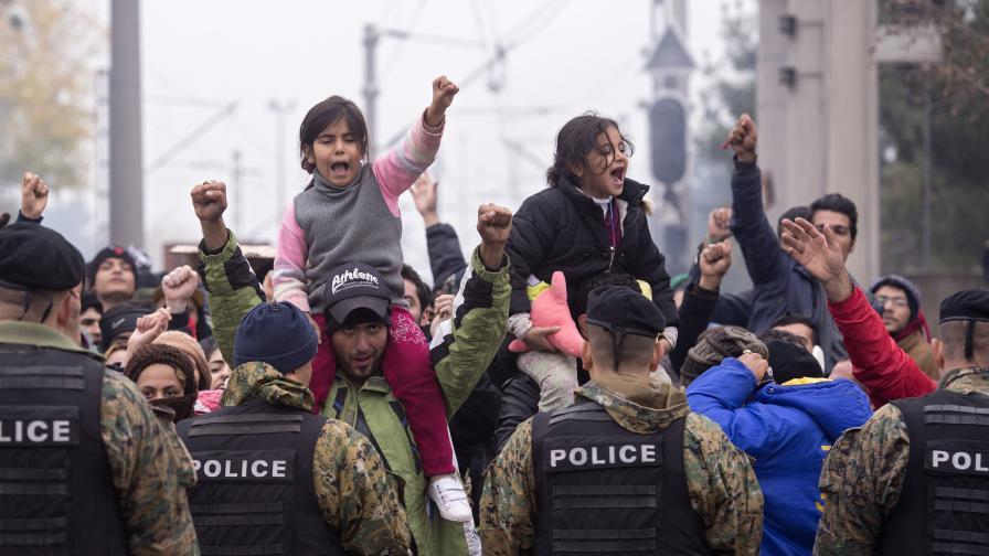Монтгомъри: Ситуацията на Балканите става крайно тежка