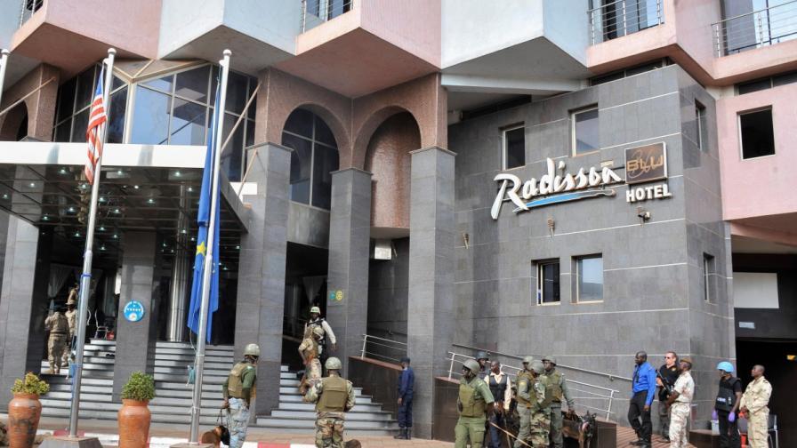 Издирват мъж и жена за нападението срещу хотел в Мали
