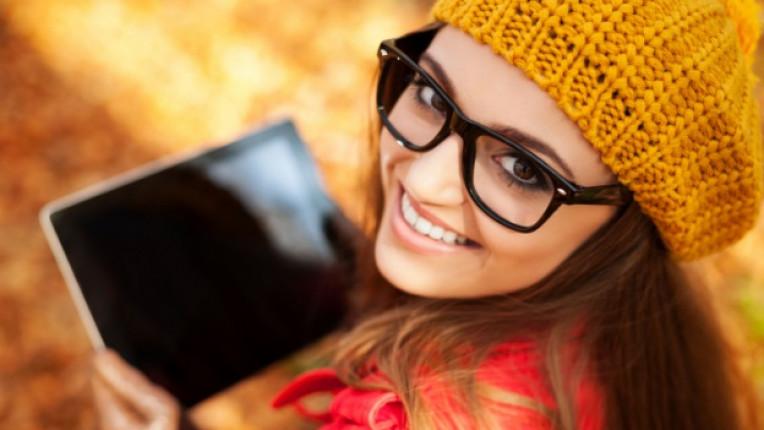 жена социални мрежи фейсбук онлайн технологии